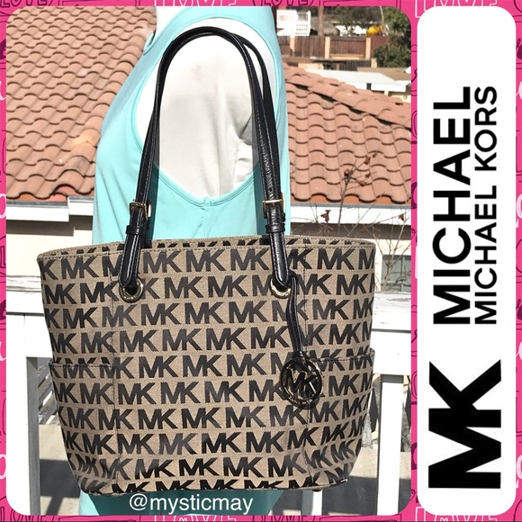 fcef72d2a766 MICHAEL KORS Jet Set Signature Jacquard Tote Bag. M_5a4bd22850687c26be0920db